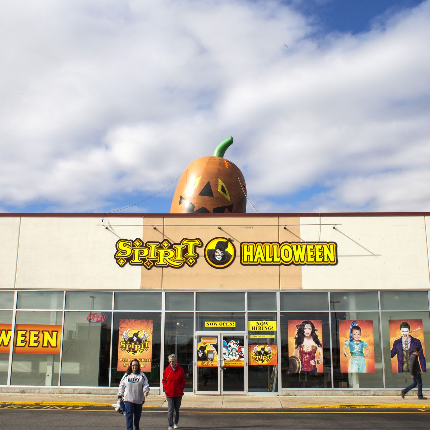 Spirit Halloween and Party City s pop up business model