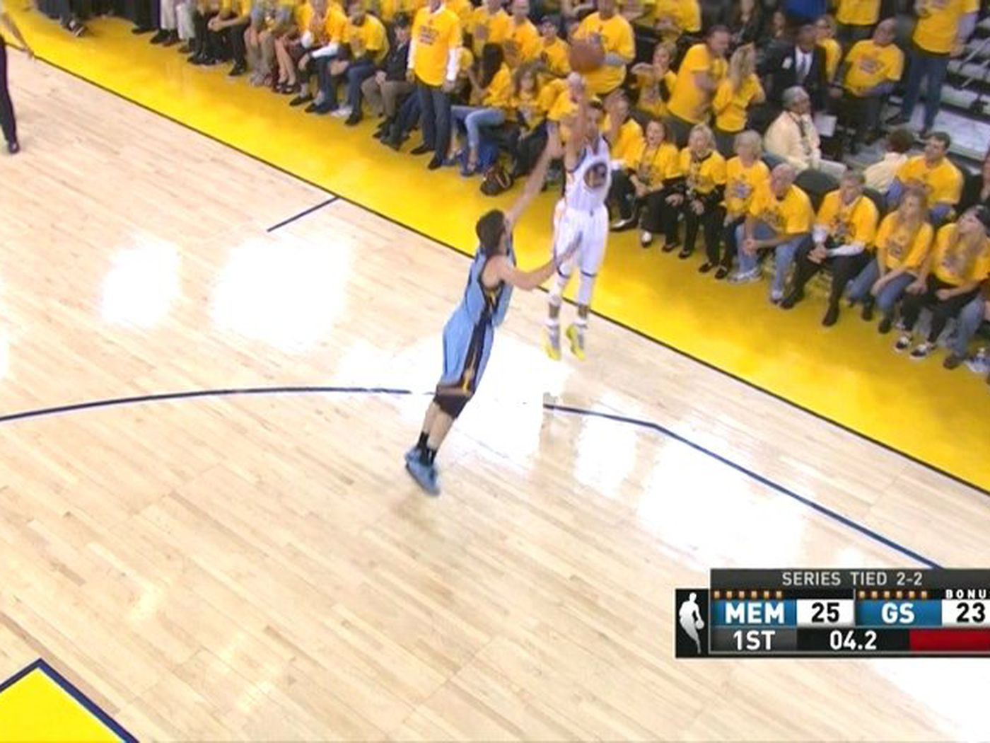 Stephen Curry cooks the Grizzlies for end of quarter dagger