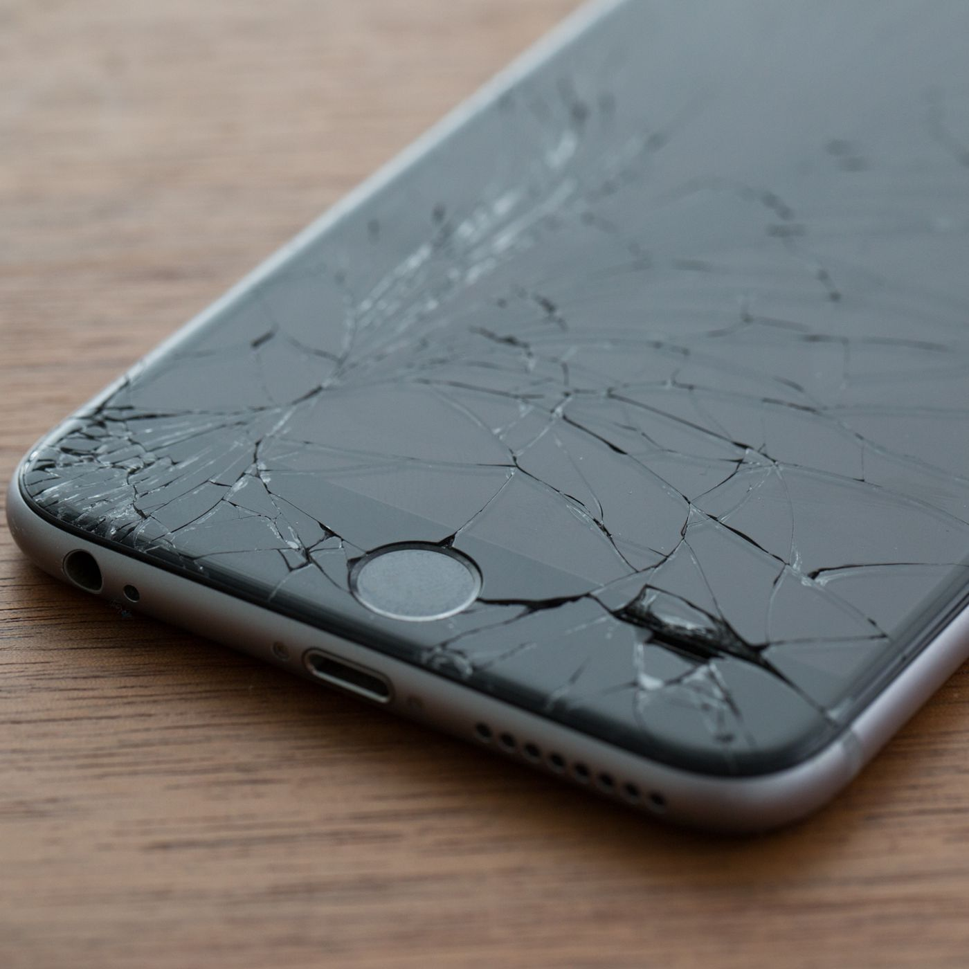 half off 7a9c8 2cbdb Apple quietly made it cheaper to replace a cracked iPhone screen ...