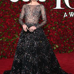 Mary Elizabeth Winstead in Zuhair Murad Haute Couture and an Edie Parker clutch