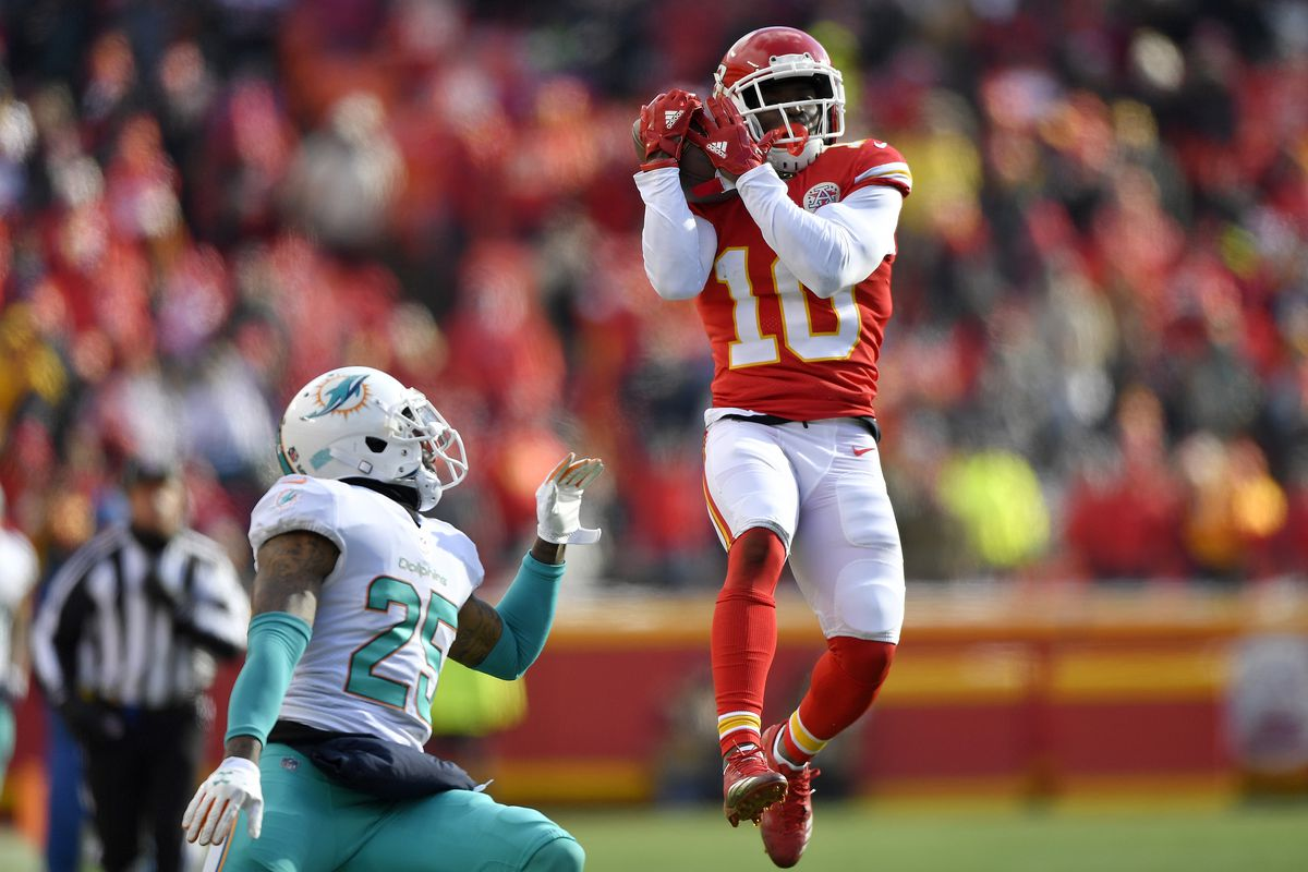 Vahe Gregorian: Tyreek Hill inspired to honor grandfather who helped him through tough times