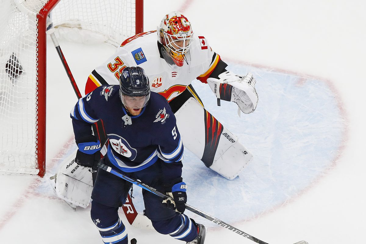 NHL: Western Conference Qualifications-Calgary Flames at Winnipeg Jets