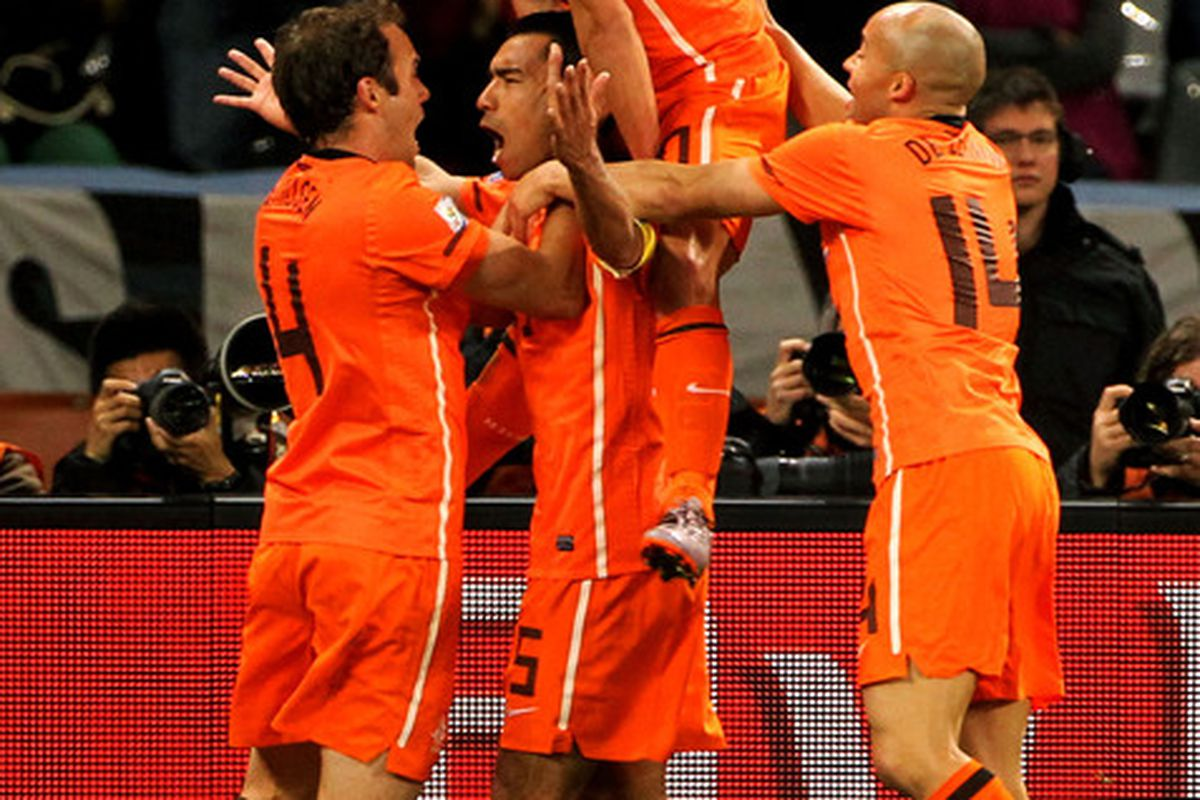 Did the Dutch really require three men to lift tiny Wesley Sneijder? Photo by Doug Pensinger/Getty Images)
