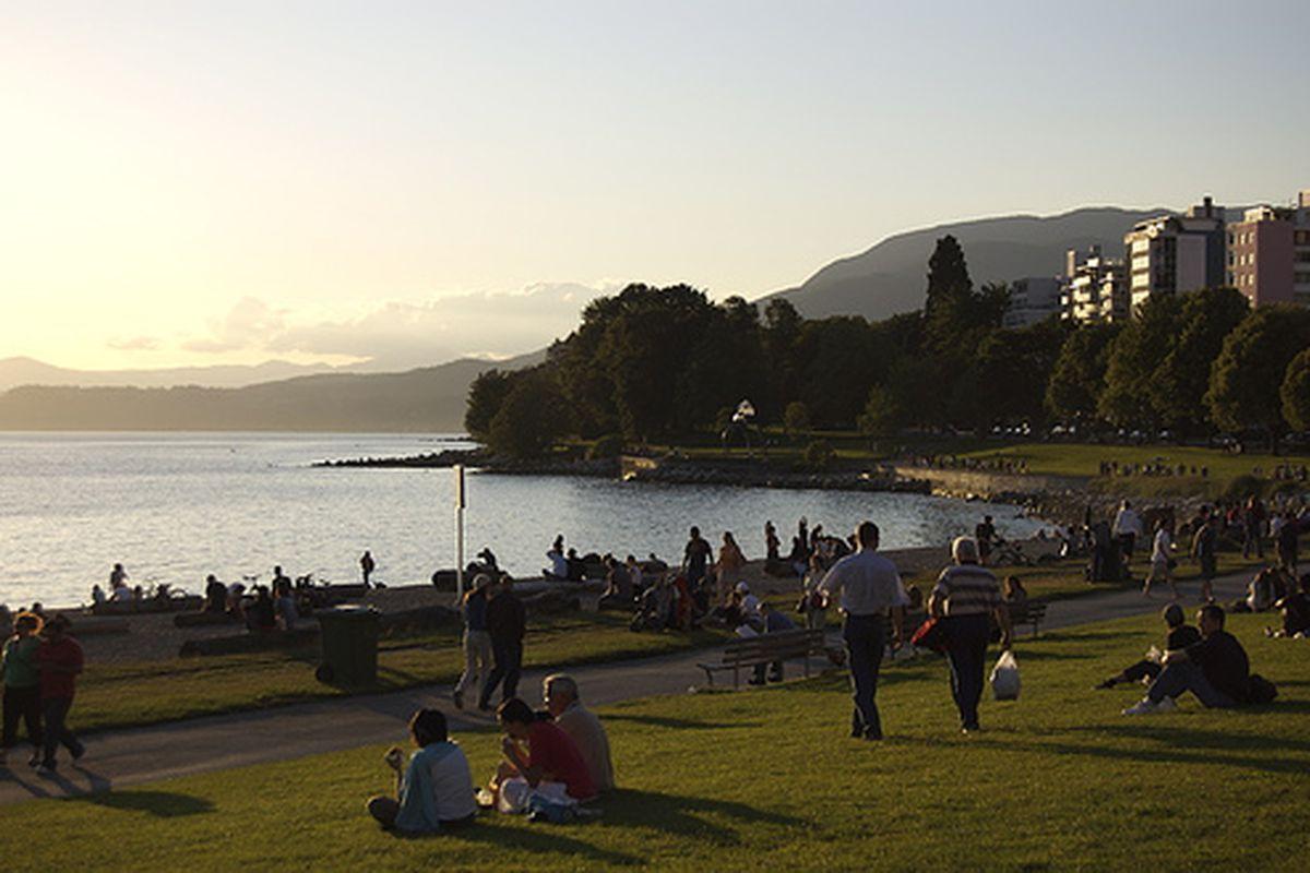 "Vancouver- Summer in the city  (via <a href=""http://www.flickr.com/photos/banditqueen/173984091/"">Bandit Queen</a> on flickr)"