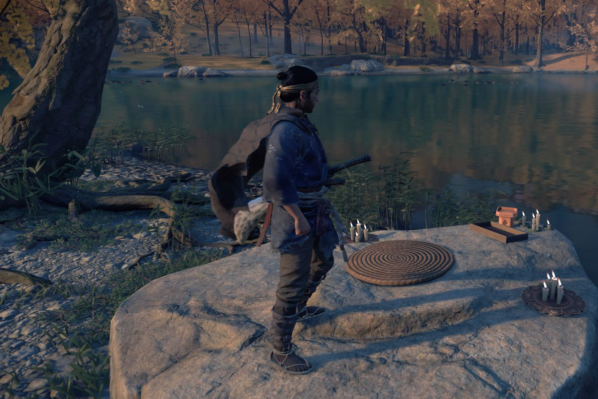 Ghost of Tsushima's protagonist stands at a haiku location at a lake