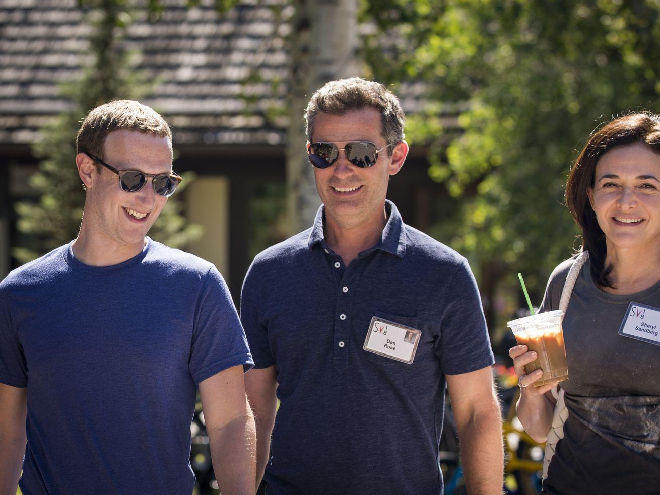 Facebook首席执行官马克·扎克伯格,离开了,谢乐尔•桑德伯格(Sheryl Sandberg)副总裁Dan玫瑰和首席运营官
