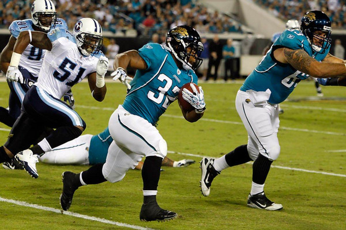 JACKSONVILLE FL - OCTOBER 18:  Running back Maurice Jones-Drew #32 of the Jacksonville Jaguars runs the ball against the Tennessee Titans during the game at EverBank Field on October 18 2010 in Jacksonville Florida.  (Photo by J. Meric/Getty Images)