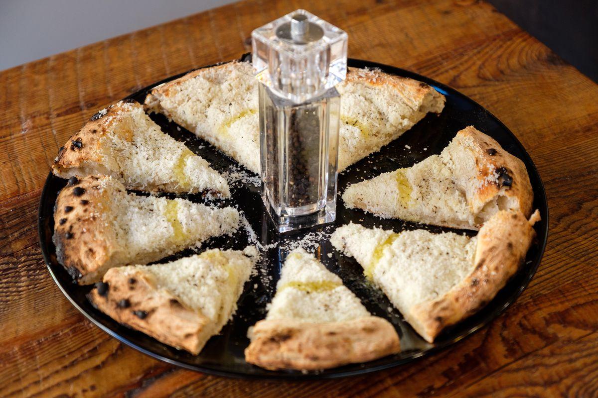 Cacio e pepe pizza
