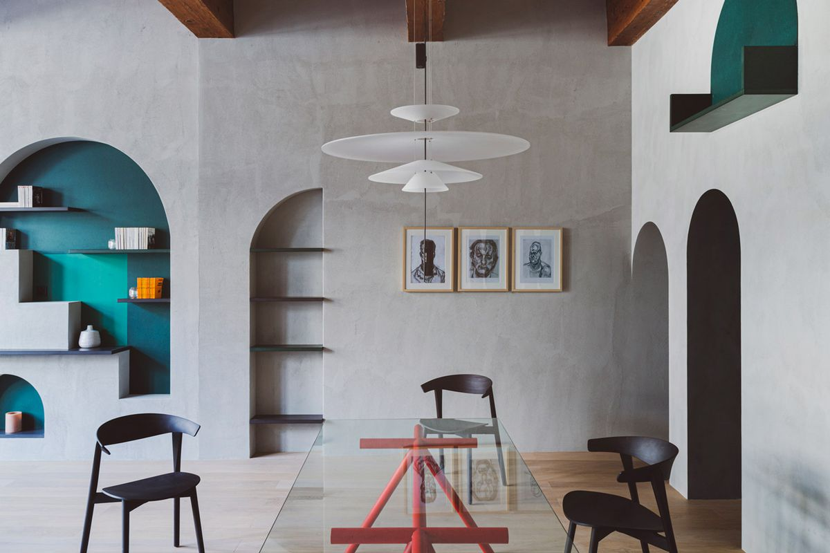 Apartment with arched recesses in the walls.