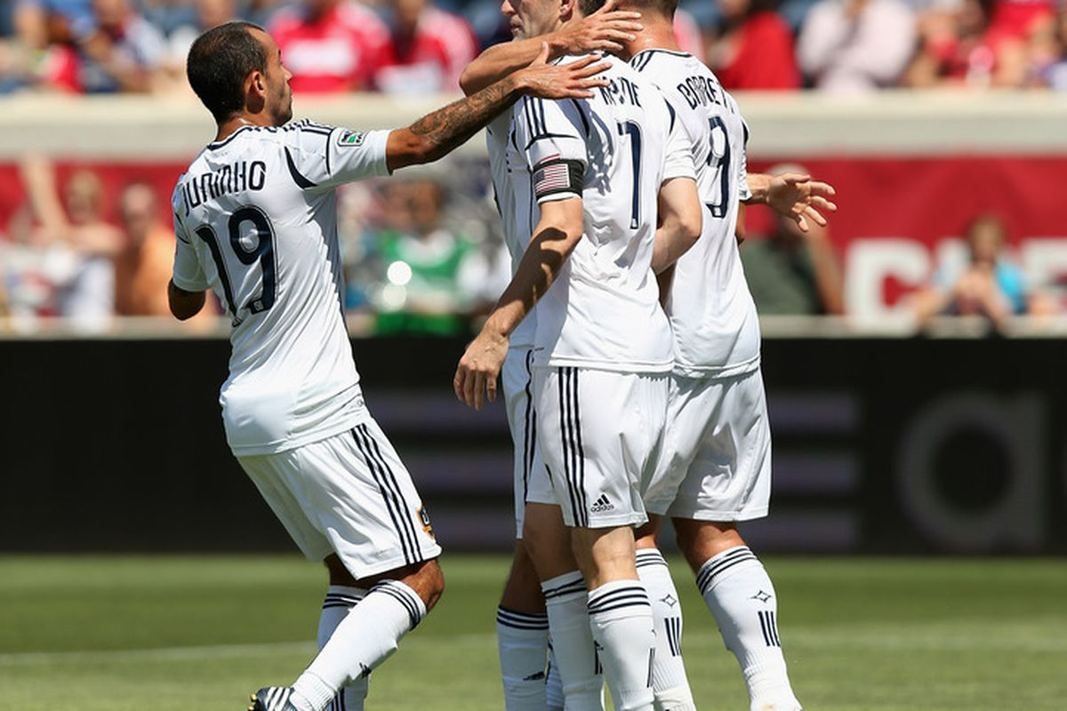 Robbie Keane's first-half penalty kick was the difference as the Los Angeles Galaxy knocked off the Chicago Fire 2-0 at Toyota Park on Sunday.