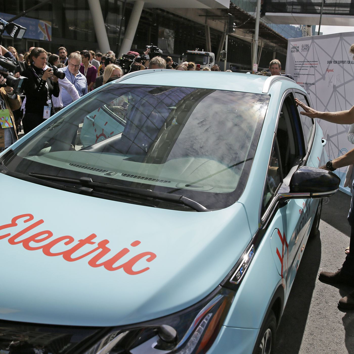 curbed.com - Alissa Walker - Cities, obsessed with electric cars, overlook simple solutions at climate summit