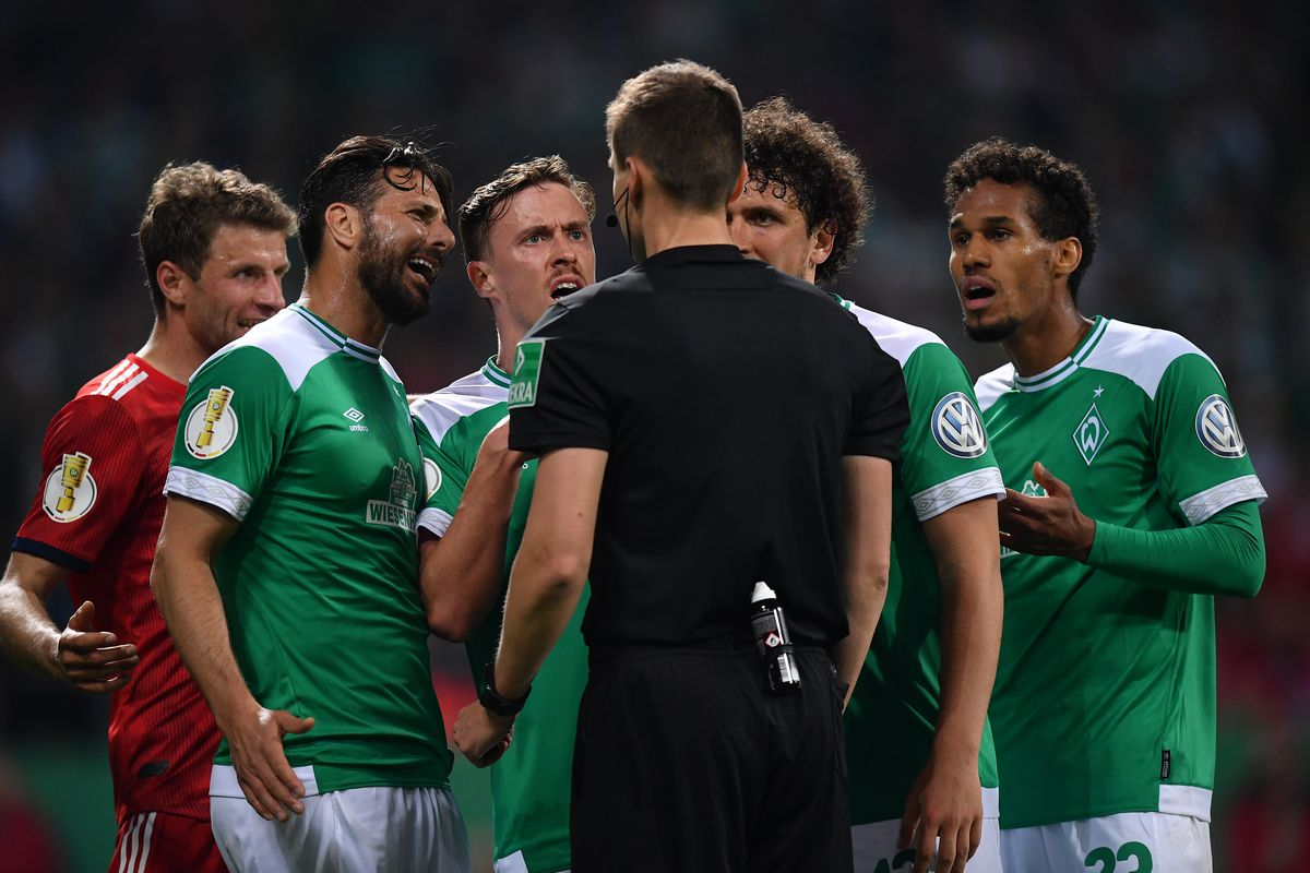 BREMEN, GERMANY - APRIL 24: The players of Bremen protest to referee Daniel Siebert about the penalty during the DFB Cup semi final match between Werder Bremen and FC Bayern Muenchen at Weserstadion on April 24, 2019 in Bremen, Germany.