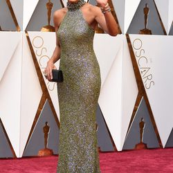 Add Robin Roberts to the list of attendees who dressed up as an actual Oscar. Photo: VALERIE MACON/Getty Images