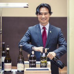 """<a href=""""http://eater.com/archives/2012/12/07/benus-wine-director-yoon-ha.php"""">Eater Interviews: Benu Wine Director Yoon Ha</a>"""