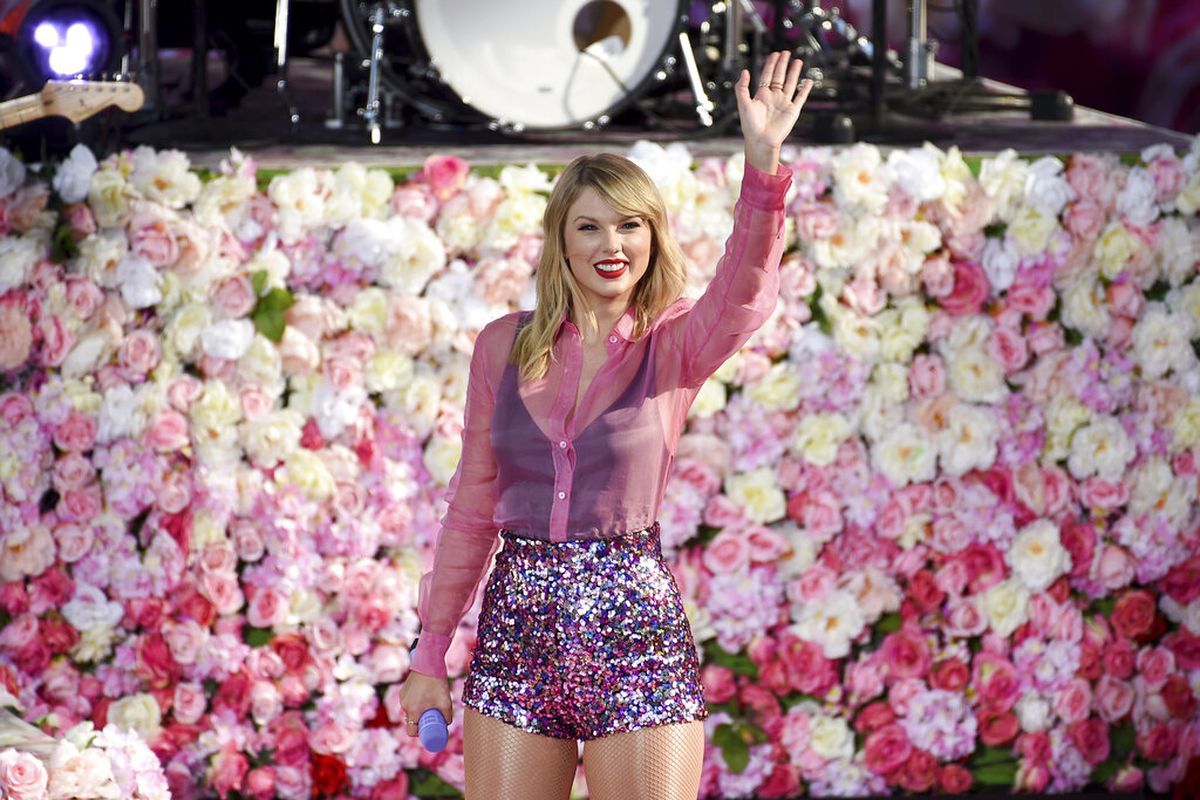 Taylor Swift plans to re-record original discography