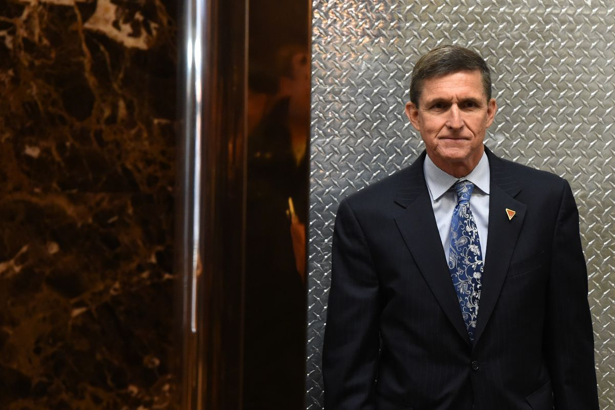 Michael Flynn, national security adviser designate arrives at Trump Tower for meetings with US President-elect Donald Trump January 4, 2017 in New York. / AFP / TIMOTHY A. CLARY        (Photo credit should read TIMOTHY A. CLARY/AFP/Getty Images)