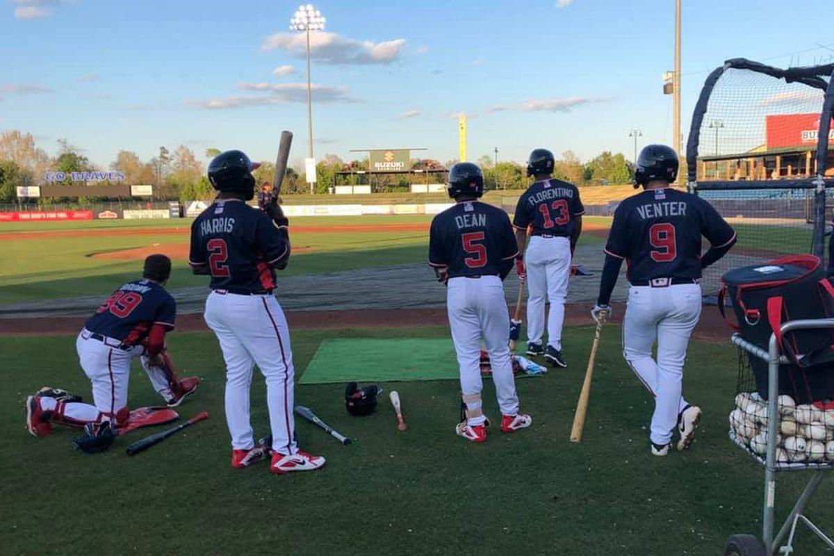 Atlanta Braves MiLB prospects take BP in Rome.