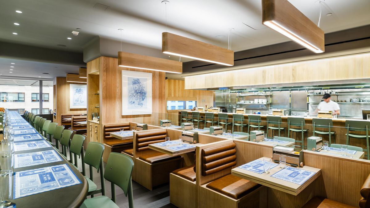 Momofuku Noodle Bar opens in TWC