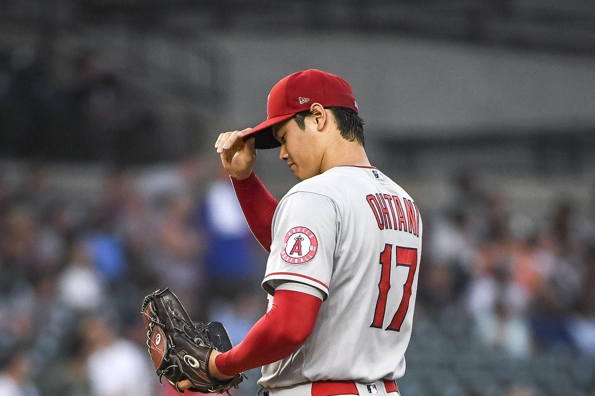 Shohei Ohtani tips his cap