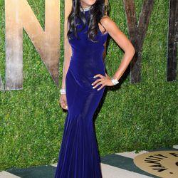 Naomi Campbell looks amazing in blue velvet.