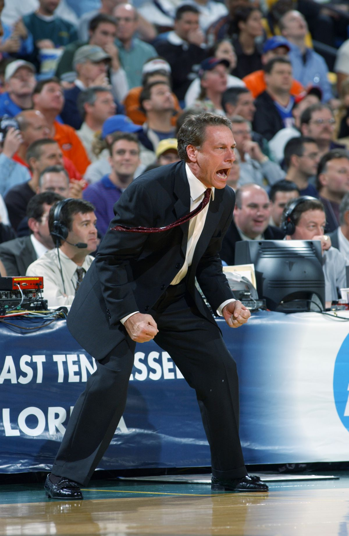 Izzo leads Spartans to upset