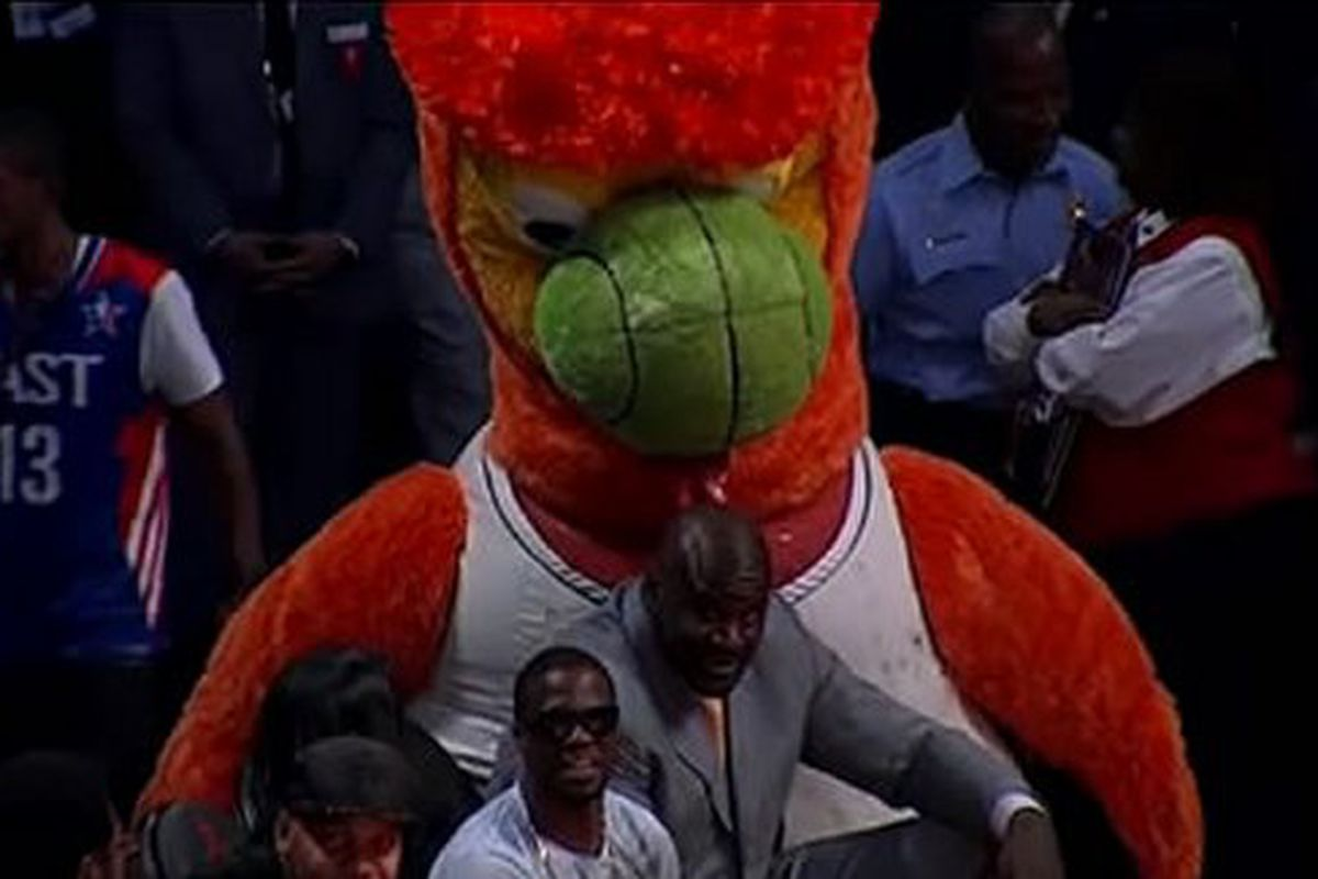 Inflatable Heat Mascot Licks Shaquille O Neal Sbnation Com