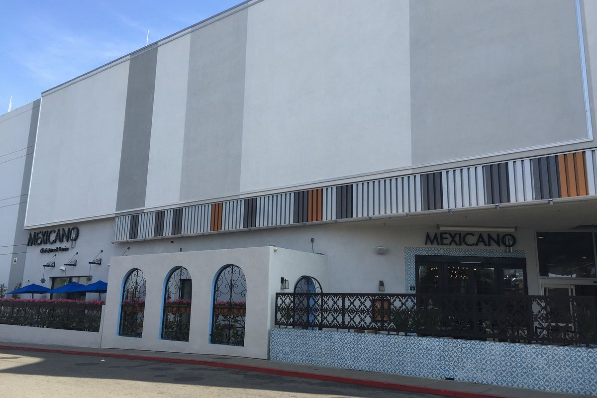 The front of Mexicano restaurant in South Los Angeles