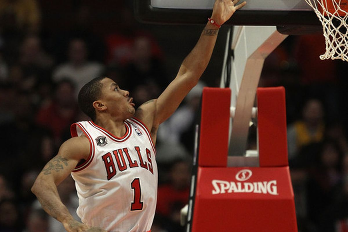 Derrick Rose of the Chicago Bulls goes up for a shot against the Los Angeles Lakers at the United Center on December 10 2010 in Chicago Illinois. (Photo by Jonathan Daniel/Getty Images)