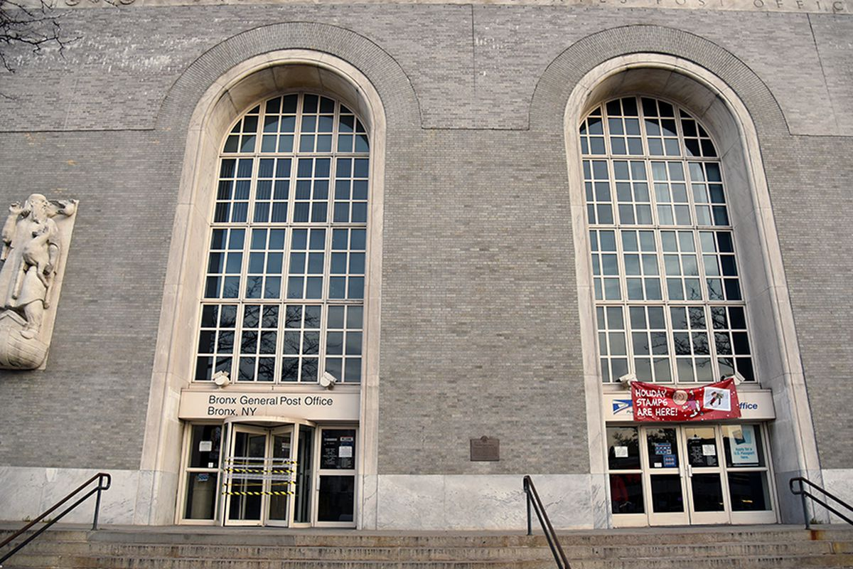 """The Bronx Post Office is now being renovated by its new owner, Youngwoo &amp; Associates, who plan to open the building up for public and commercial use. All photos by <a href=""""http://kensinger.blogspot.com/"""">Nathan Kensinger</a>.]"""