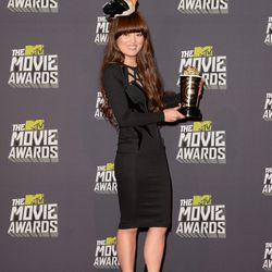 <i>Pitch Perfect</i> actress Hana Mae Lee and her hat, an oversized, smashed cigarette.
