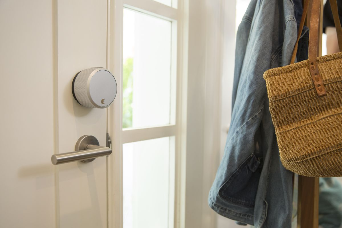 Smart locks 101 pros and cons to know curbed for Cons 101