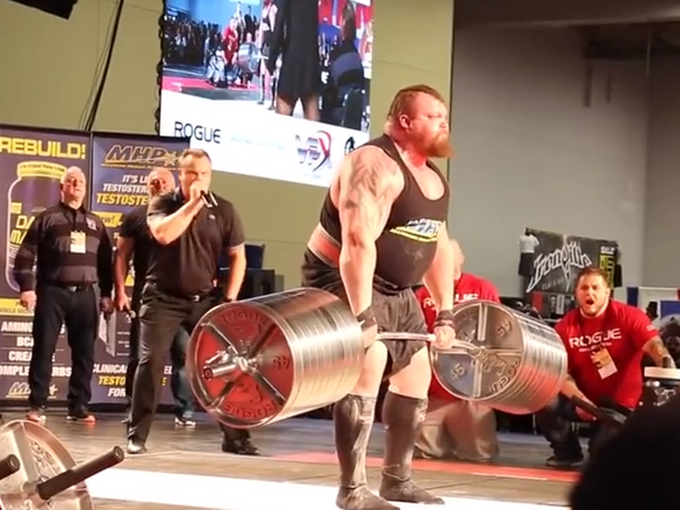 Strongman breaks world record with ludicrous 1,025 pound