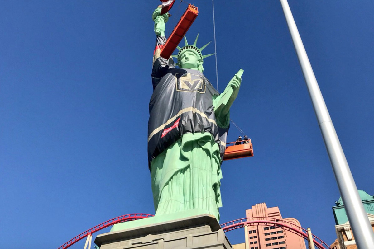 las vegas statue of liberty is wearing a giant golden knights