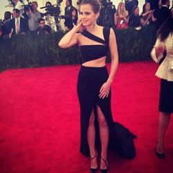 "<a href=""http://instagram.com/p/Y_XVYXjIJd/"">Emma Roberts<a/>, featuring her midriff."