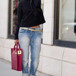 "Sheryl of <a href=""http://www.walkinwonderland.com""target=""_blank"">Walk in Wonderland</a> is wearing a Zara top, H&M jeans, <a href=""http://www.stevemadden.com/item.aspx?id=99363&omid=affiliate&utm_medium=affiliate&utm_campaign=2013&utm_source=linkshare&s"