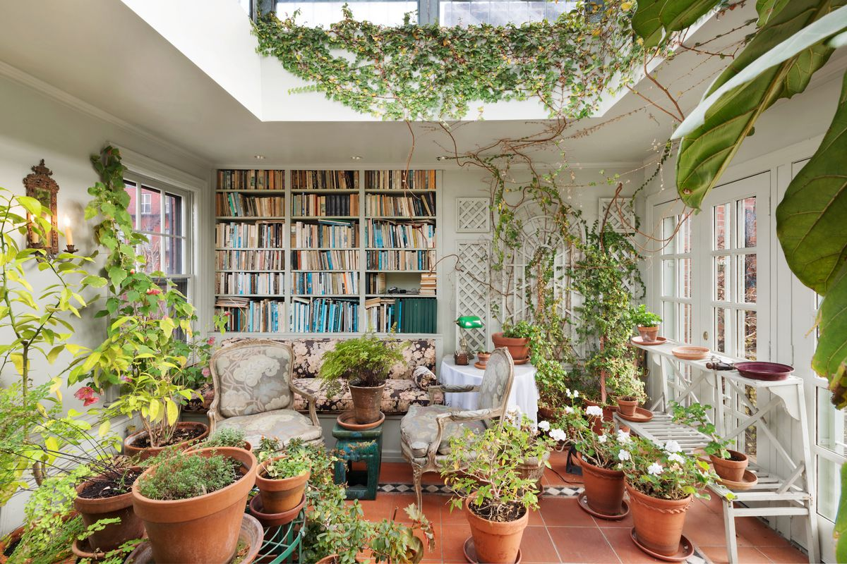 165 year old west village townhouse with verdant rooftop for Solarium home