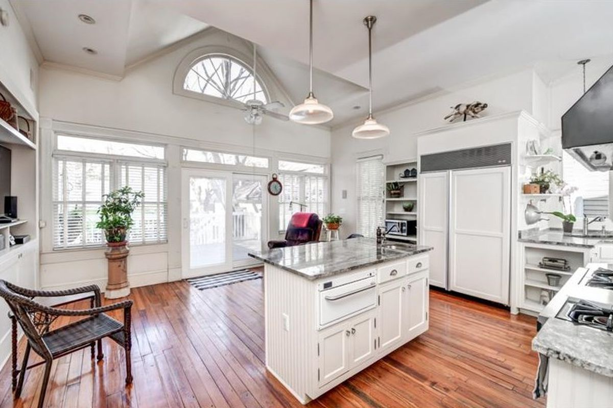 Gorgeous Grant Park Victorian from 1920s sure wouldn\'t mind $525K ...