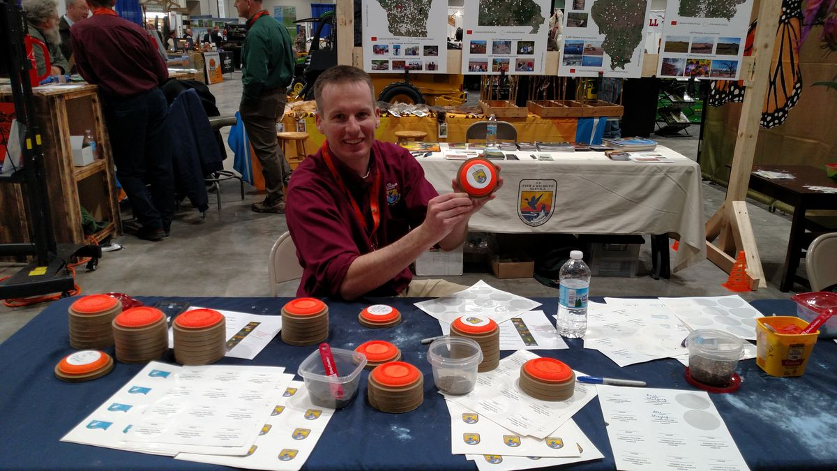 Mike Budd discussing how to make Pollinator Pigeons.<br>Dale Bowman/Sun-Times