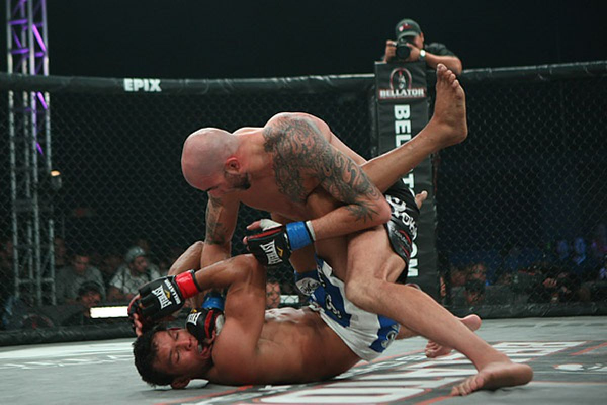 Ben Saunders defeats Luis Santos at the main event of Bellator 53. (Photo by Keith Mills/Sherdog.com)