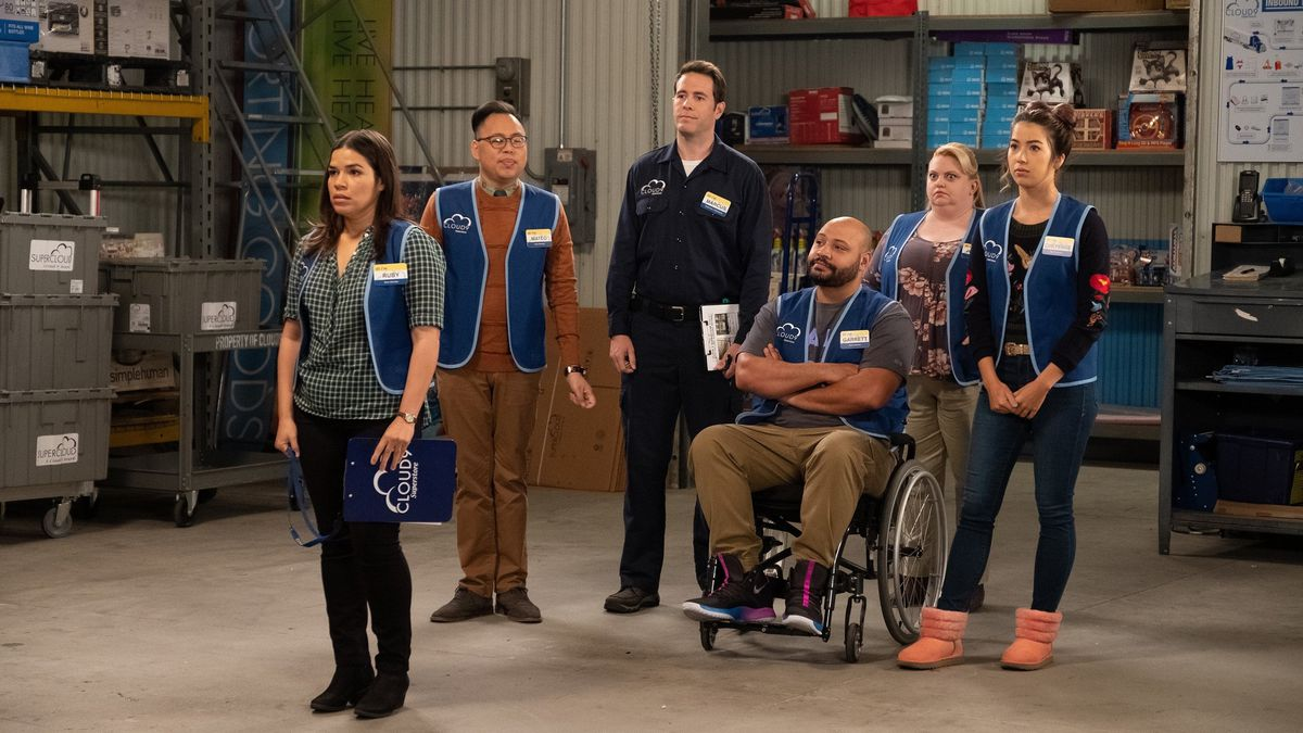 Superstore 409 - Amy and the gang in the warehouse