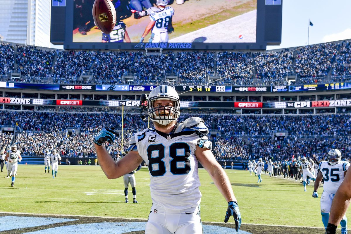 aa6b7936f Panthers tight end Greg Olsen returns to Seahawks game after shoulder injury