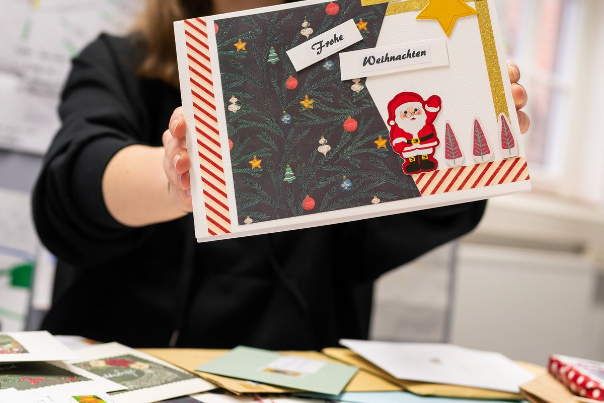 Christmas mail for seniors against loneliness