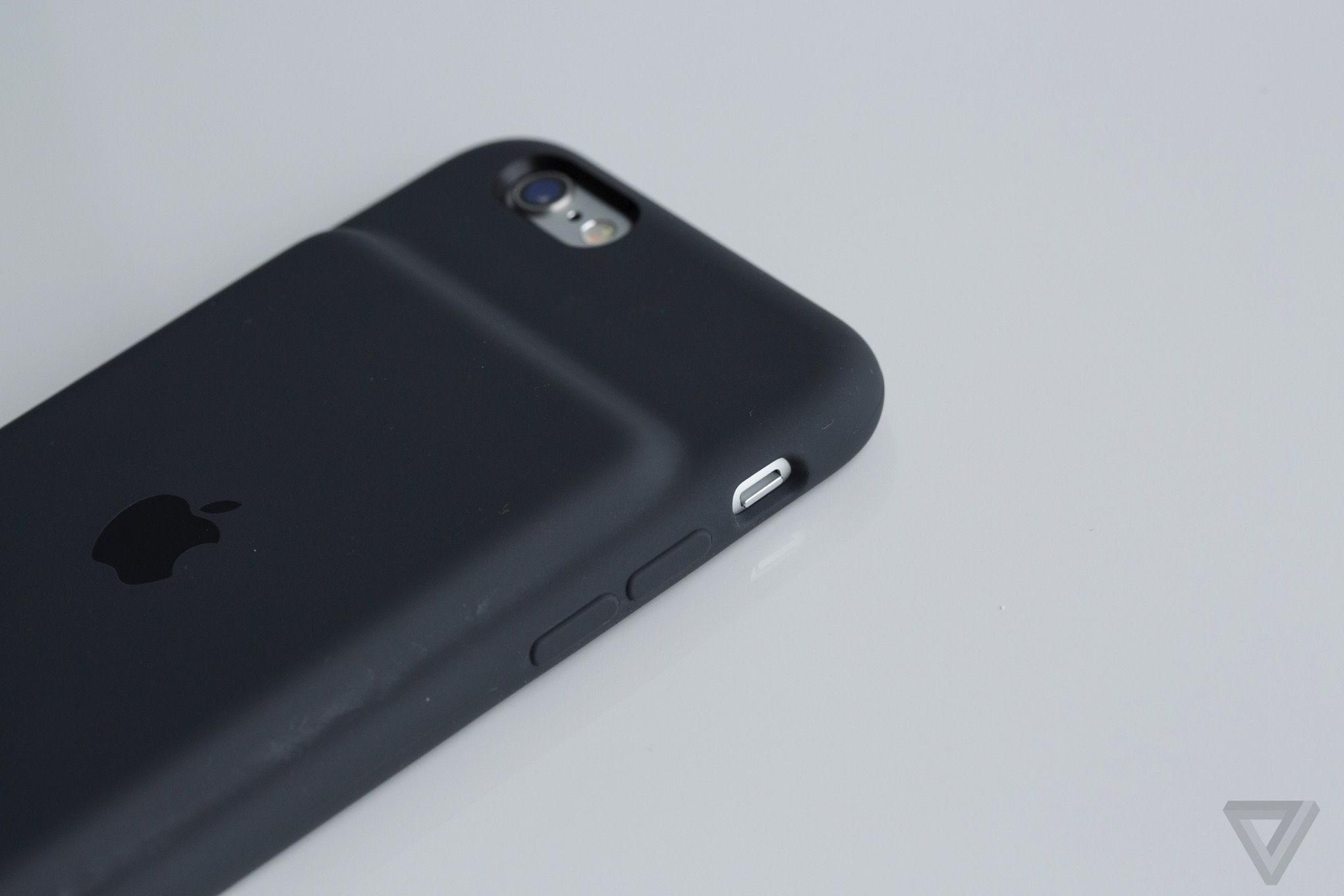 Apple S New 99 Iphone Battery Case Doesn T Measure Up