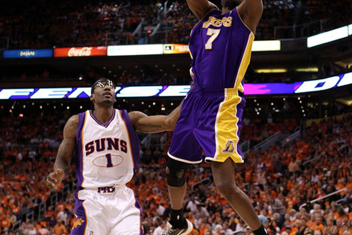 Lamar Odom scored 11 points during a fourth-quarter Lakers surge, leading Los Angeles to a 93-81 victory over the Philadelphia 76ers at Wells Fargo Center.