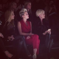 """""""Miley Cyrus sitting in the front row at the @RachelZoe show."""" - <a href=""""http://instagram.com/p/VrnKwupR-t/"""" target=""""_blank"""">@jessicamichault</a>"""