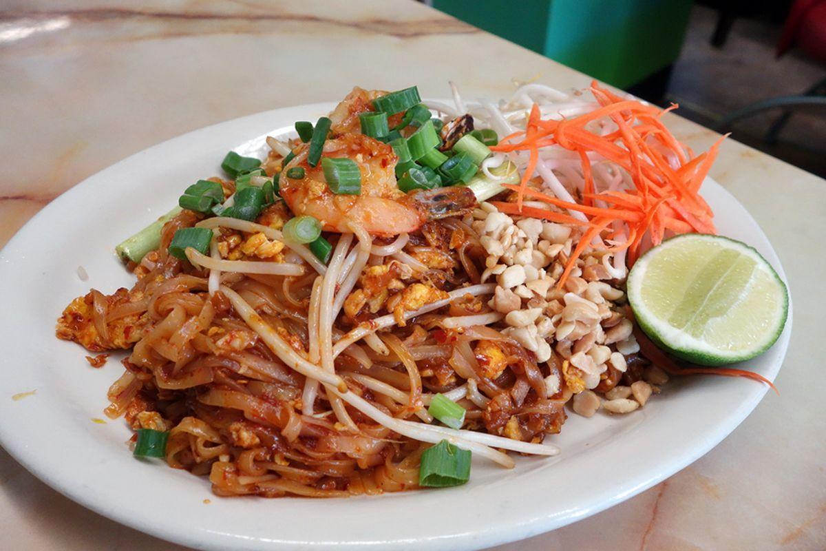 Song Phang Kong pad thai