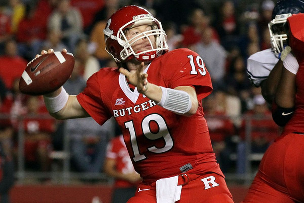 PISCATAWAY, NJ - OCTOBER 08:  Chas Dodd #19 of the Rutgers Scarlet Knights throws a pass against the Connecticut Huskies at Rutgers Stadium on October 8, 2010 in Piscataway, New Jersey.  (Photo by Jim McIsaac/Getty Images)