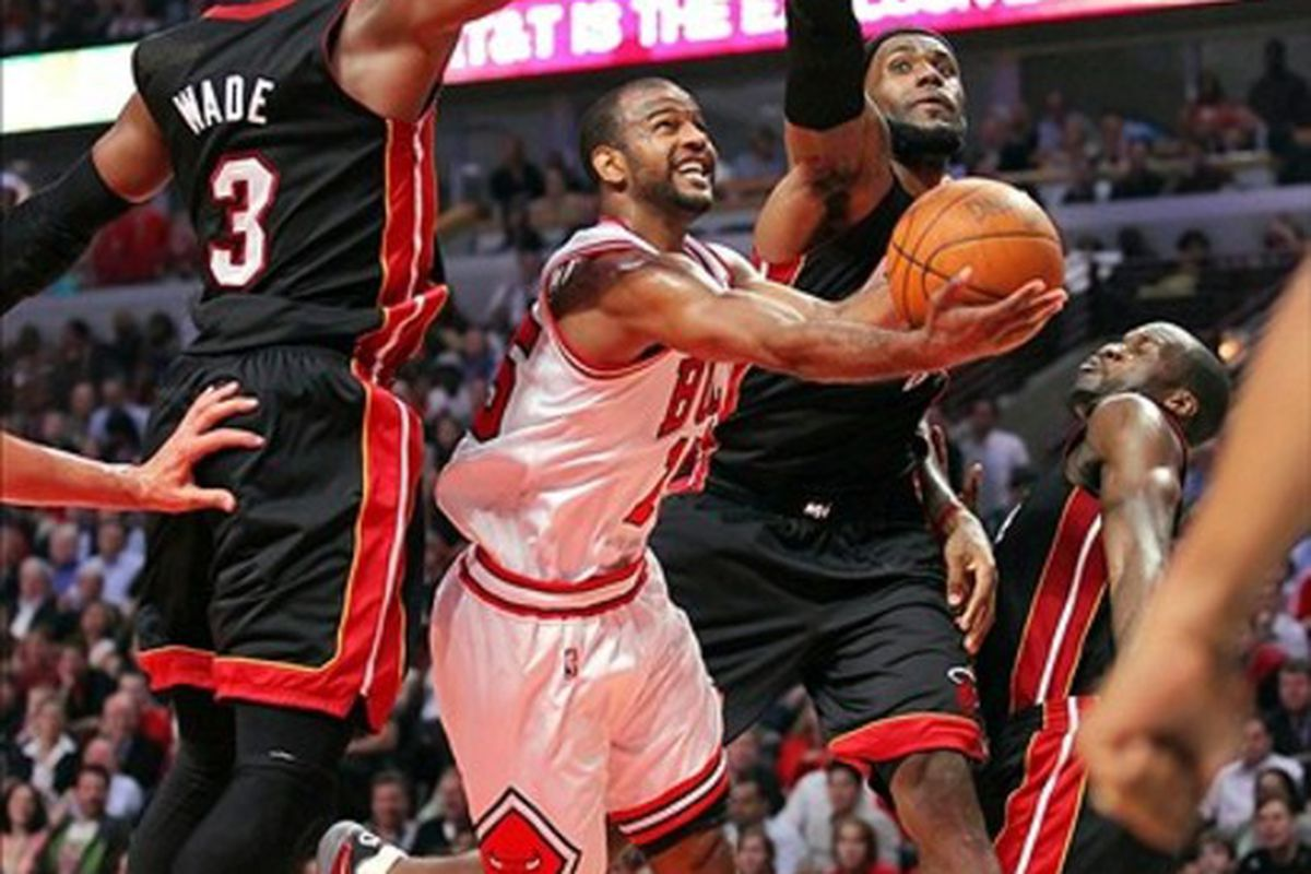 285d240343c5 Heat Vs. Bulls  Chicago Overcomes 71 Points From LeBron James And Dwyane  Wade To Win