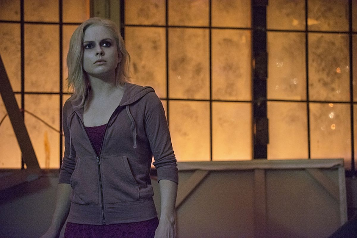 Rose McIver plays a zombie crime fighter in iZombie.