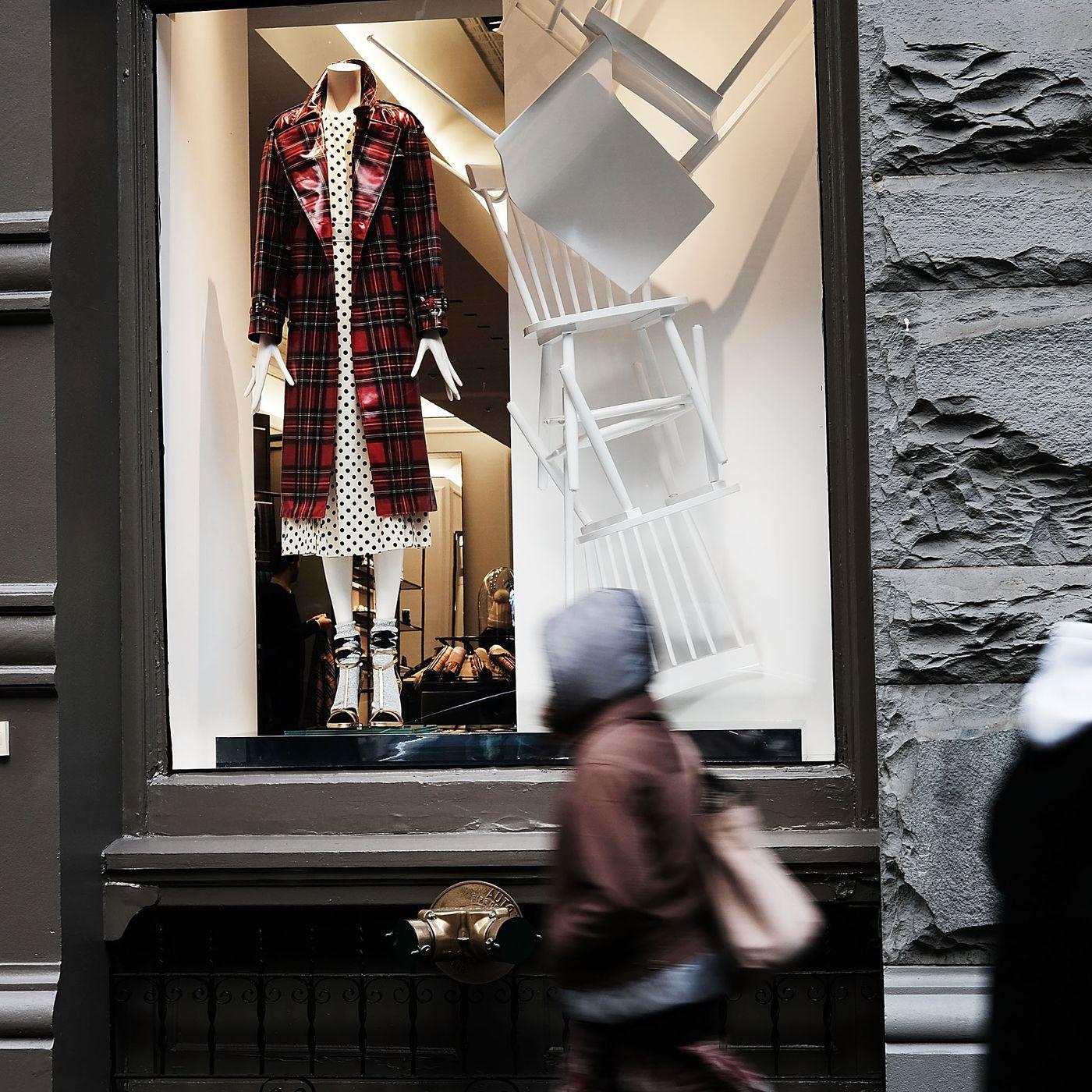 falta seta Brote  Now's the Time to Buy That Balenciaga Bag - Racked